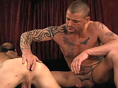 Hardcore gay sex scene with three dudes fucking hard !